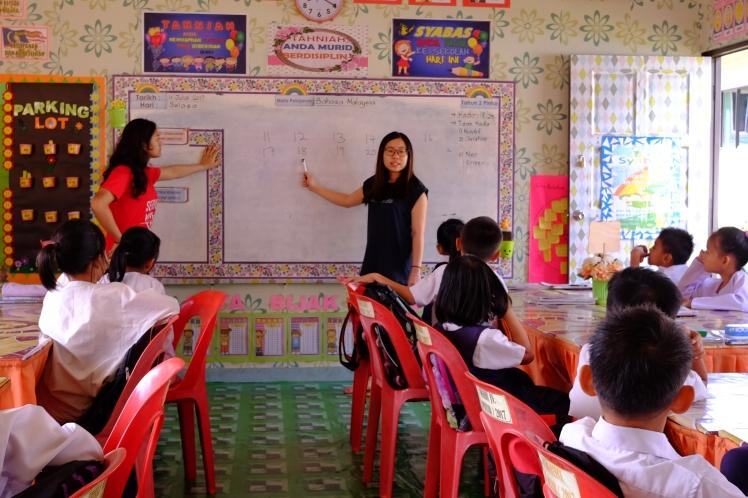 Volunteers of Group 1 teaching Mathematics